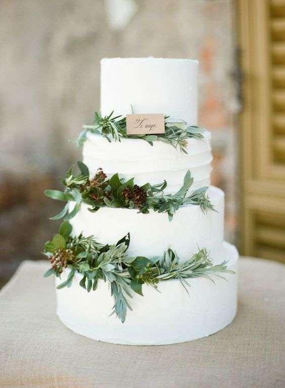 Yapraklarla Süslenmiş Rustik Pasta