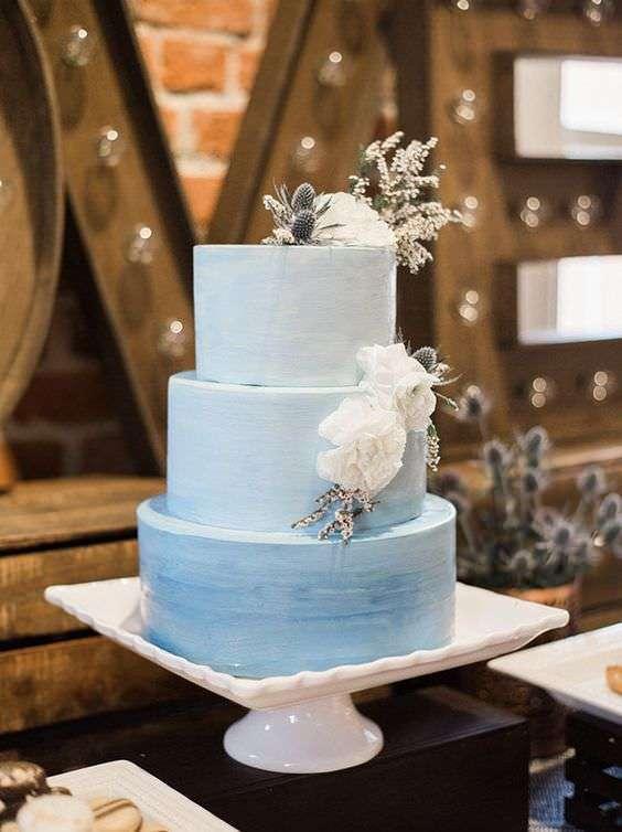 Beyaz Çiçek Detaylı Açık Mavi Tonlarında Pasta
