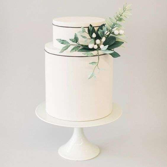 Yeşil Yapraklar ve İnce Siyah Çizgi Detaylı Modern Pasta