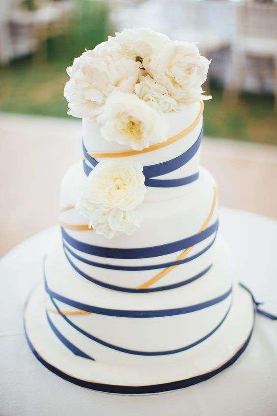 Lacivert ve Turuncu Çizgili Pasta