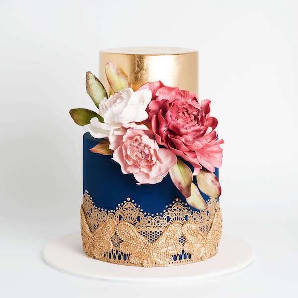 Altın Klasik Detaylara Sahip Pasta