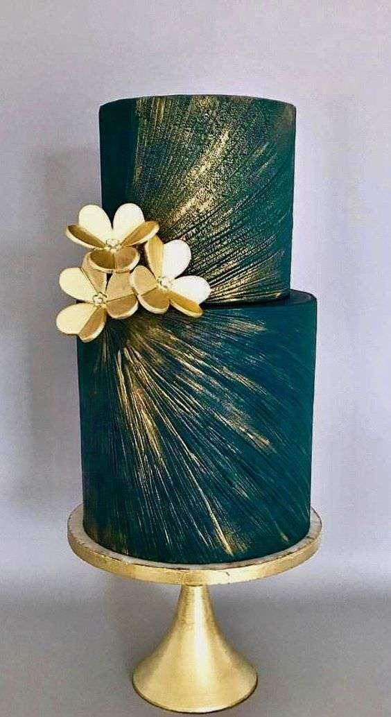 Altın Detaylı Petrol Mavisi Pasta