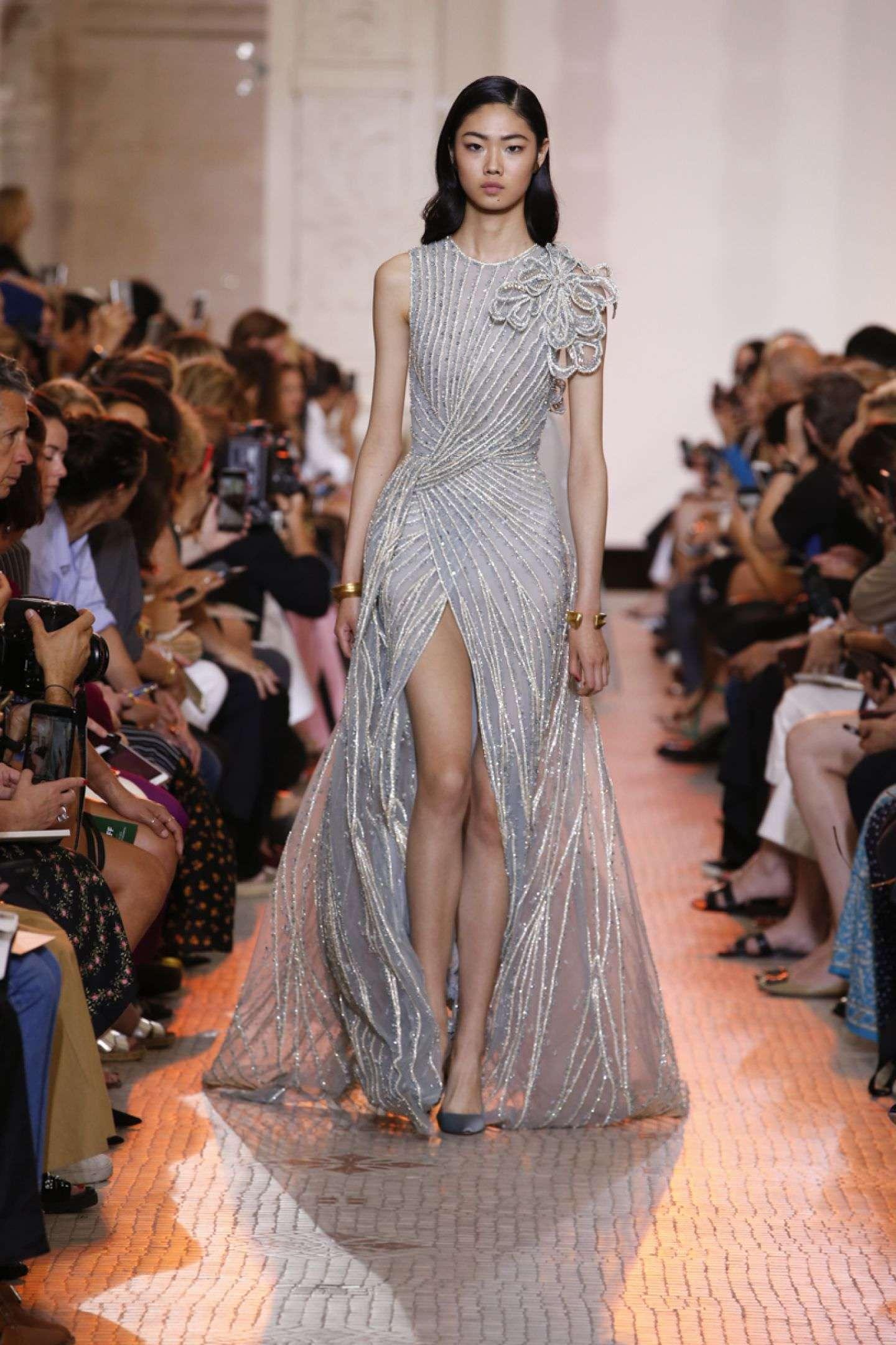 Elie Saab Gümüş Çizgi Detaylı Elbise
