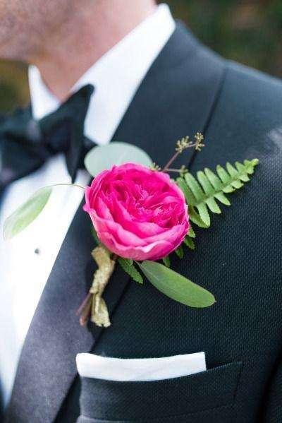 Koyu Pembe Gülden Klasik Damat Yaka Çiçeği
