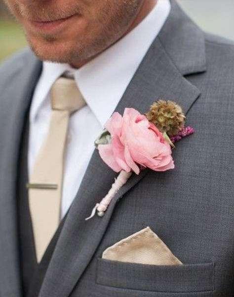 Pembe Gülden Klasik Tarzda Damat Yaka Çiçeği
