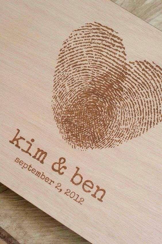 Çiftin Parmak İzlerinden Ahşap Davetiye