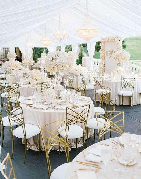 Altın Rengi Metal Sandalye Detaylı Gösterişli & Klasik Tarzda Dekorasyon