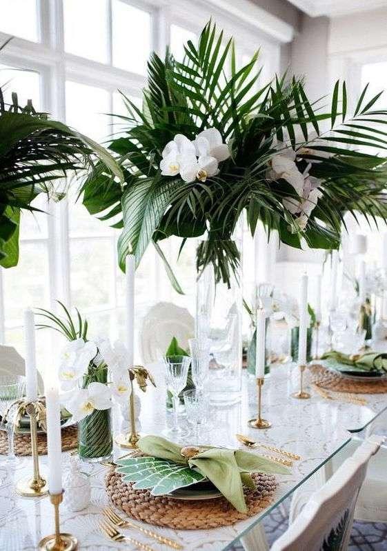 Palmiye ve Orkidelerle Tropik Masa Dekorasyonu