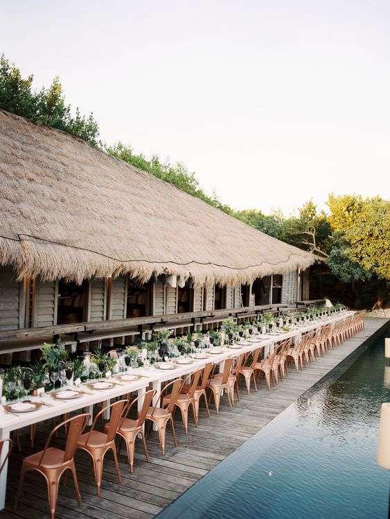 Tropik Temalı Havuz Başı Düğün Uzun Masa Dekorasyonu