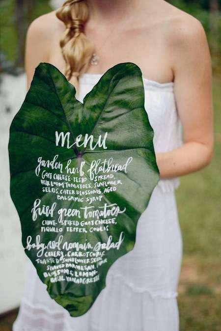 Tropikal Yaprak Üzerine Düğün Yemek Menüsü
