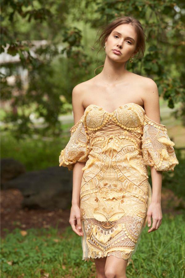 Thurley Düşük Omuzlu İşlemeli Sarı Kalem Etek Elbise