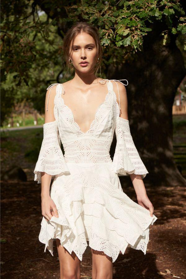 Thurley Düşük Kol Detaylı & Asimetrik Etekli Beyaz Kroşe Elbise