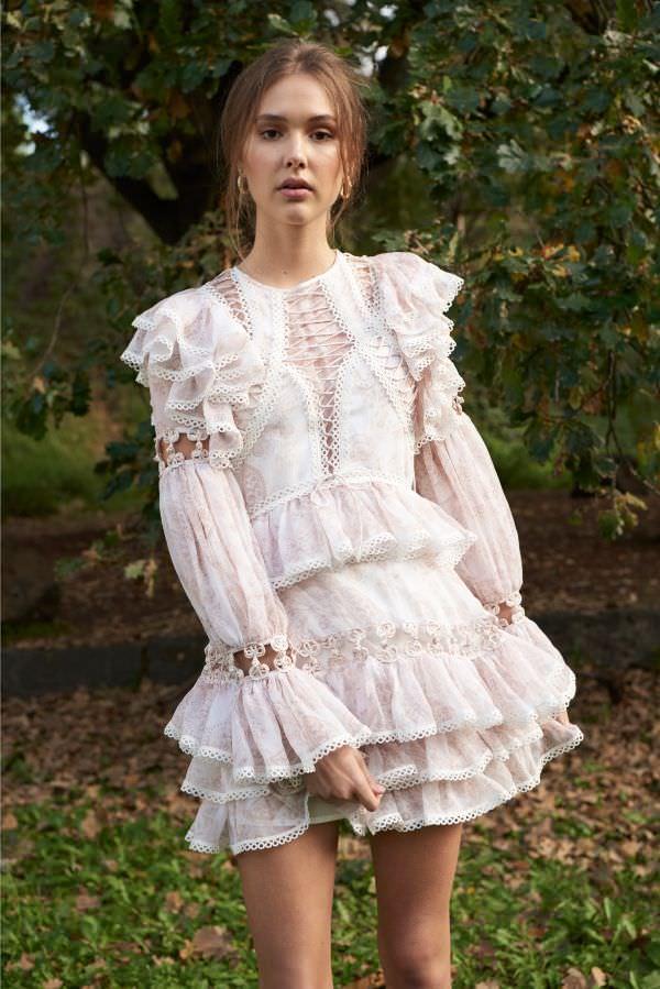 Thurley Yoğun Fırfır Detaylı Uzun Kollu Beyaz Mini Elbise