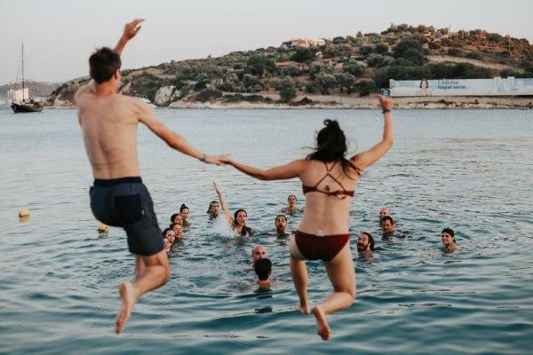 1 Yastıkta - Denizde Çift Fotoğrafı