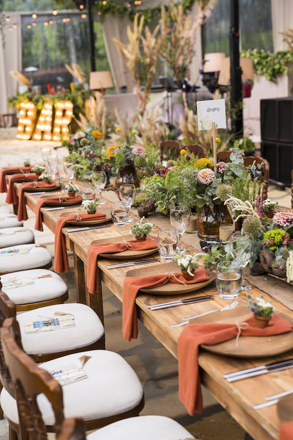 Aisha Weddings - Toprak Tonlarında Masa Düzenlemesi