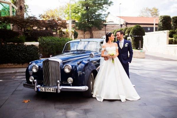 Bymed Production - Klasik Araba & Çift Fotoğrafı