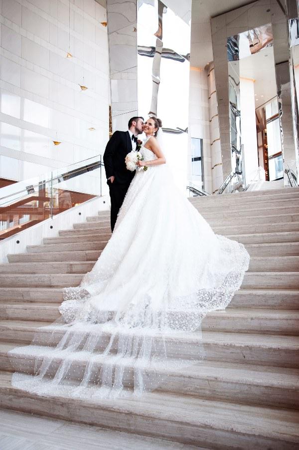 Bymed Production - Merdivenlerde Çift Fotoğrafı