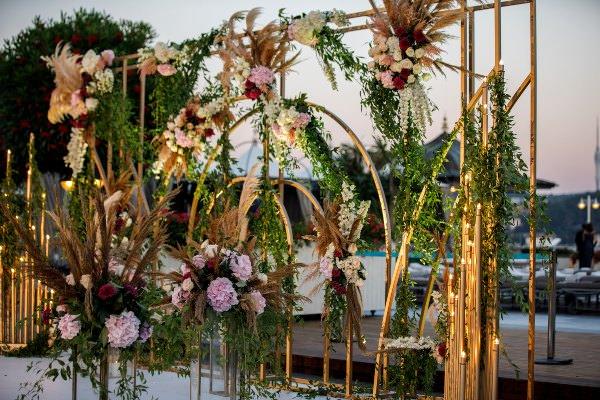 Lavin Event - Renkli Çiçeklerden Pano Düzenlemesi