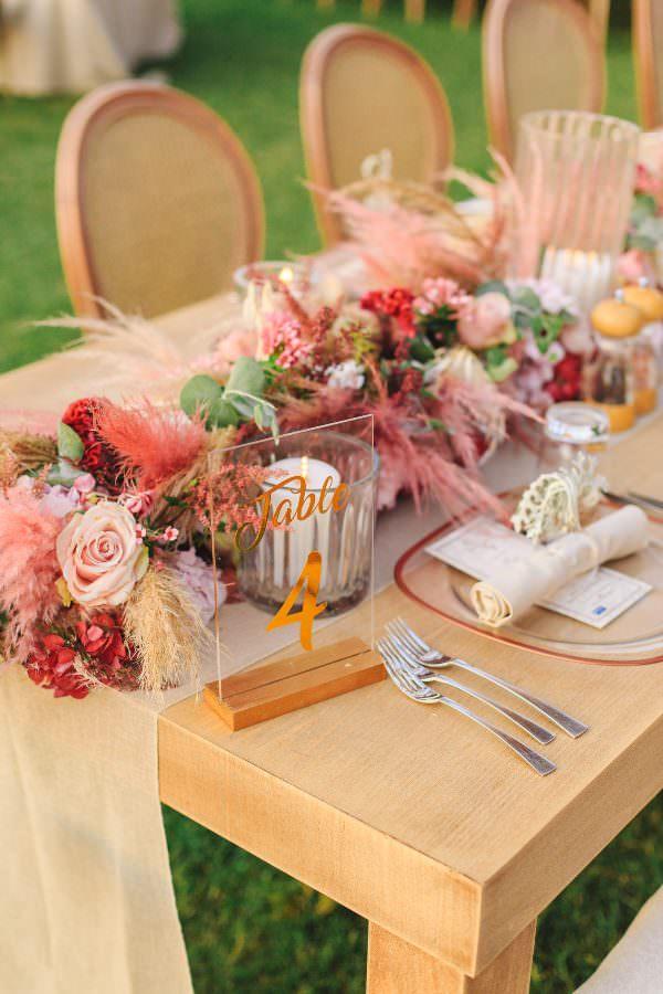 Lavin Event - Pembe Çiçek Ağırlıklı Masa Düzenlemesi