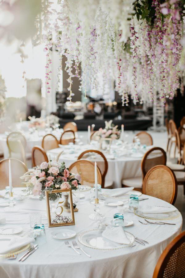 Ruks Event - Sarkan Çiçeklerle Romantik Dekorasyon