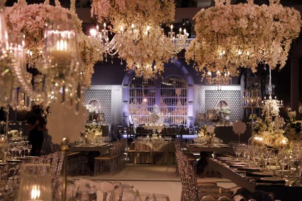 S Design - Beyaz Orkide Ağırlıklı Dekorasyon