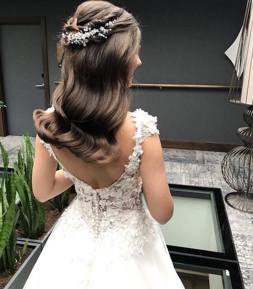 Vedat Kozgül Wedding - Doğal İri Dalgalı Yarım Toplu Gelin Saçı
