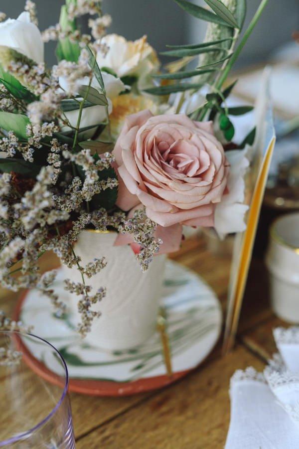 Vesaire - Küçük Vazoda Çiçek Aranjmanı