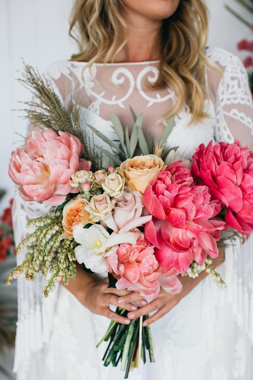Pembe Şakayık & Açık Pastel Tonlarda Güllerden Gelin Buketi
