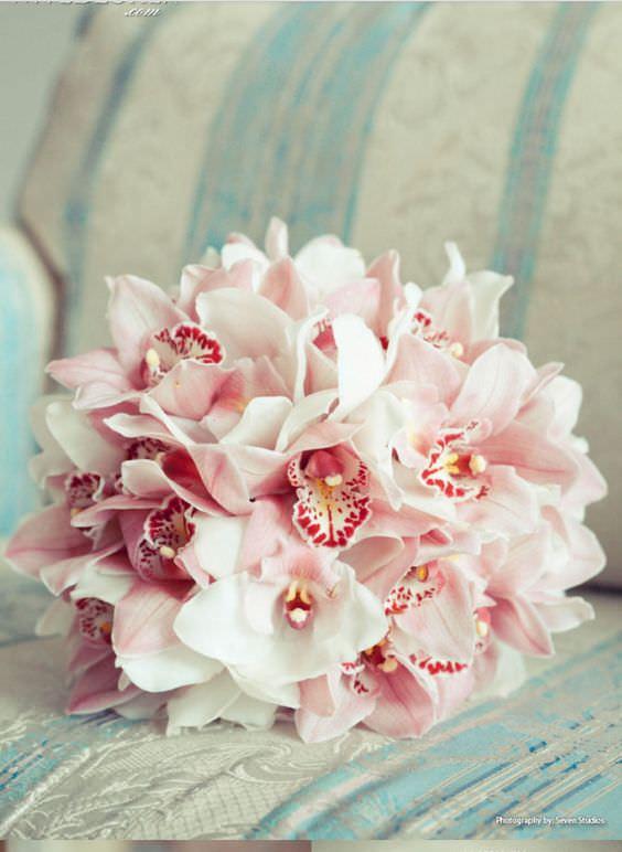Pembe ve Beyaz Orkidelerden Sade Gelin Buketi