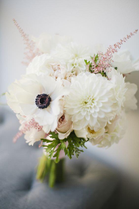 Beyaz Yıldız Çiçeği ve Dağ Lalesi Ağırlıklı Gelin Buketi