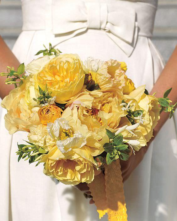 Sarı Gül, Şakayık, Hanımeli Çiçeklerinden Gelin Buketi