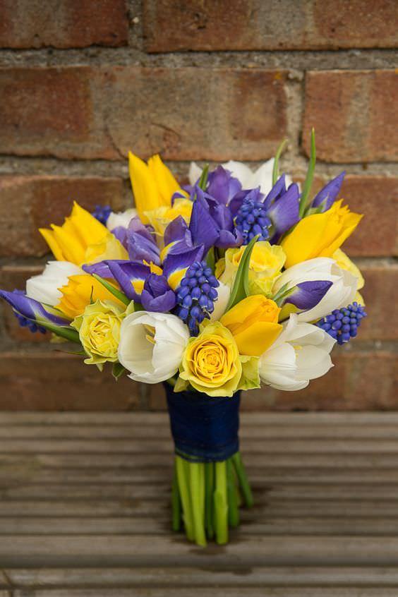 Sarı ve Mor Çiçeklerden Gelin Buketi