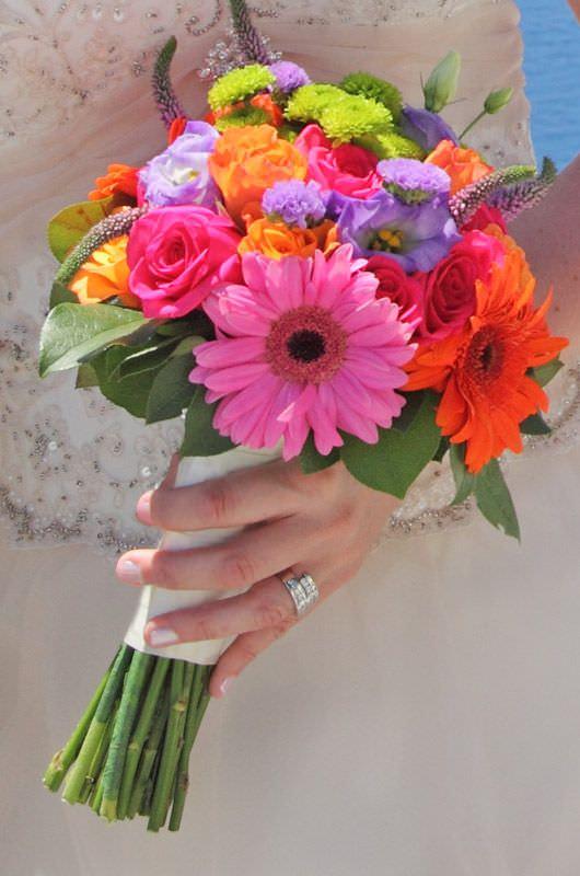 Canlı Pembe ve Turuncu Çiçek Ağırlıklı Gelin Buketi