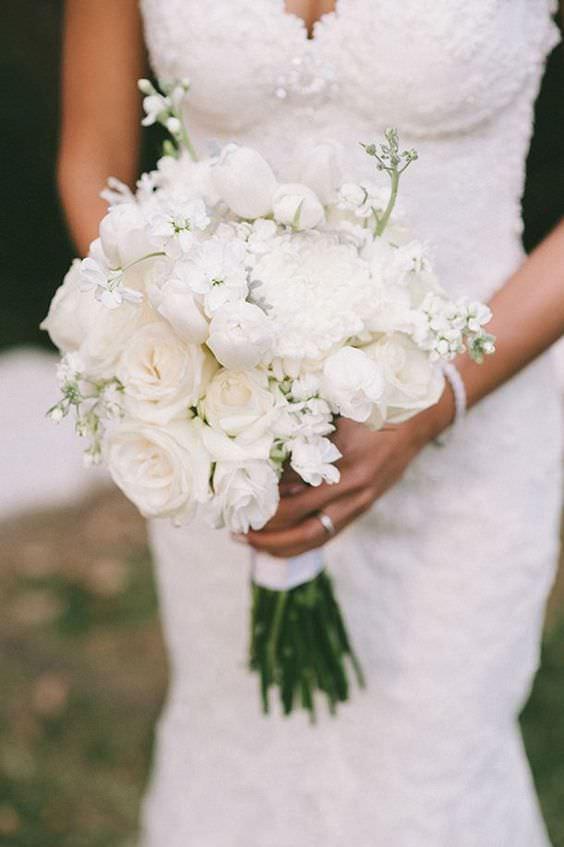 Beyaz Gül ve Ortanca Çiçeklerinden Gelin Buketi
