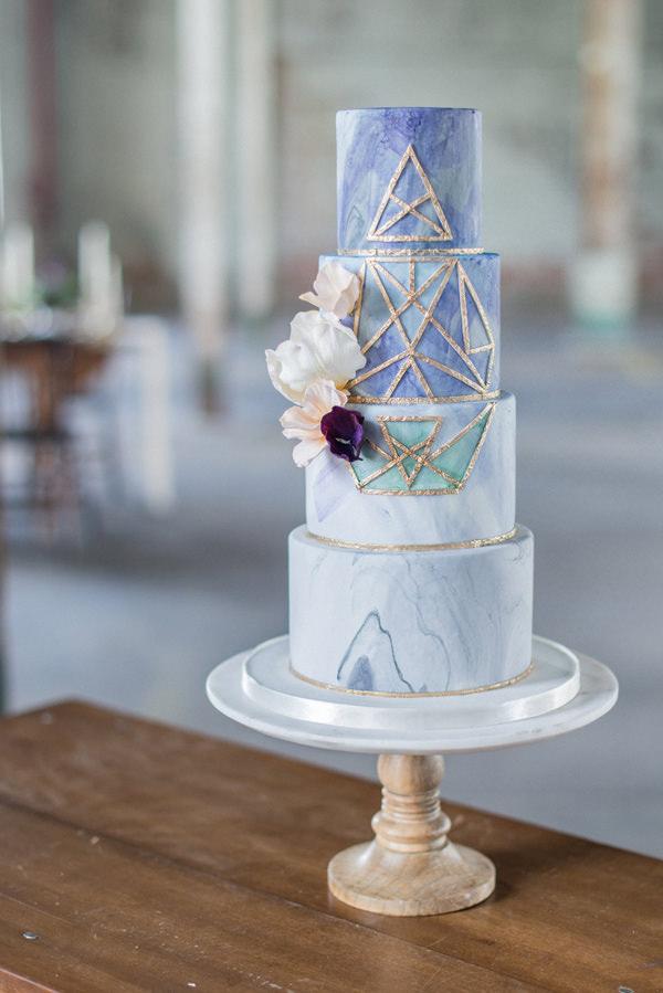 Suluboya ve Mermer Efektli Geometrik Desenli Pasta