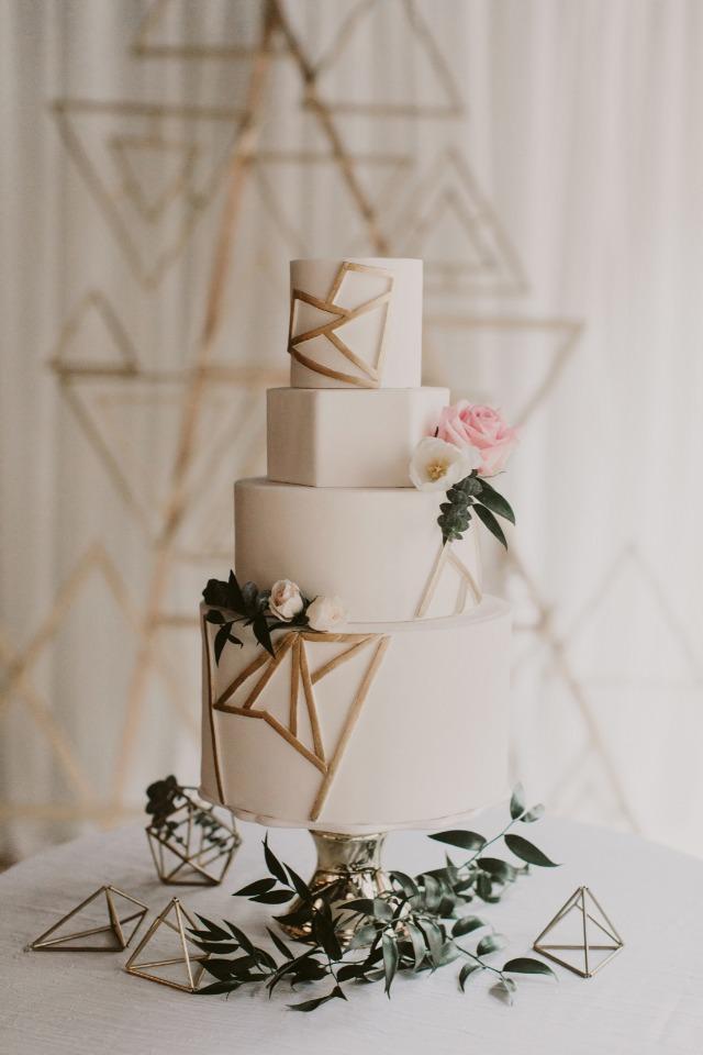 Geometrik Şekilli Beyaz Pasta