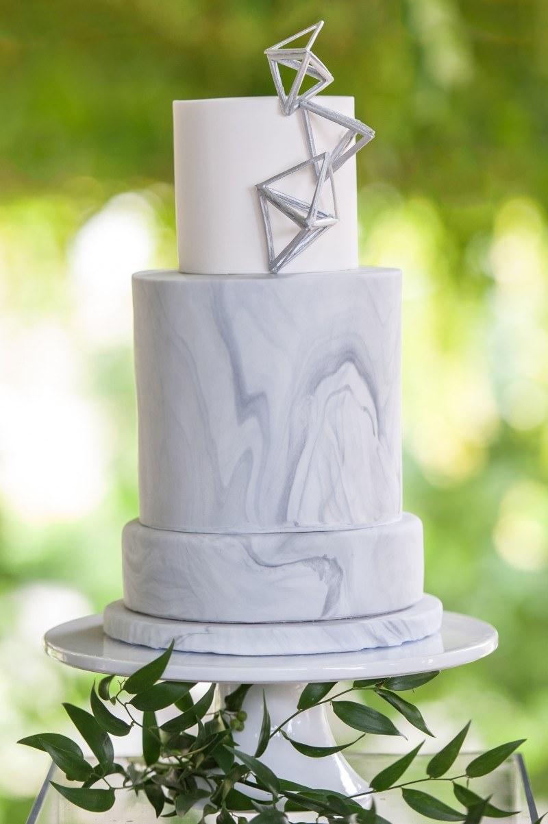 Gümüş Detaylı Mermer Desenli Pasta