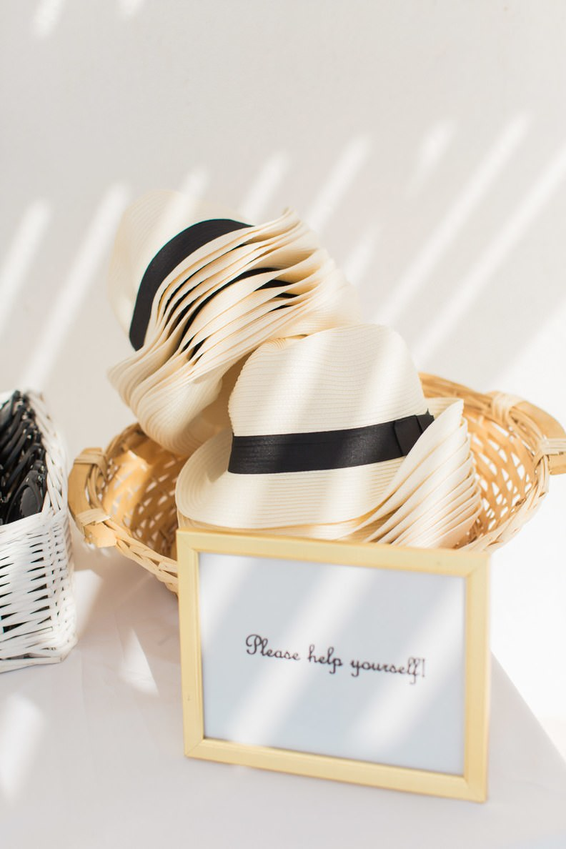 Güneşli Mekandaki Düğünler İçin Şapka Hediyeliği