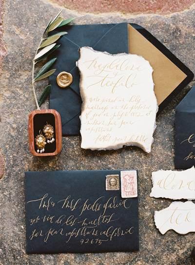 Altın Renkli Kaligrafi ile Vintage Siyah Davetiye