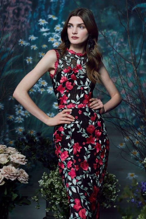 Marchesa Notte Kırmızı Çiçek İşlemeli Vücudu Saran Elbise