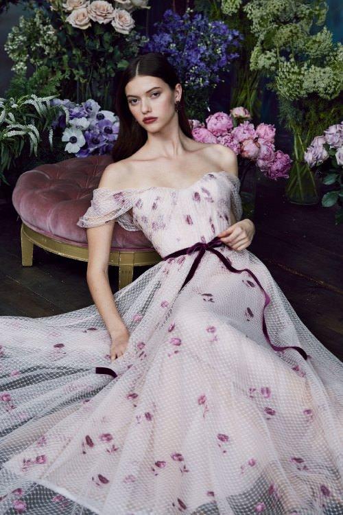 Marchesa Notte Mor Çiçek Desenli Düşük Omuzlu Elbise