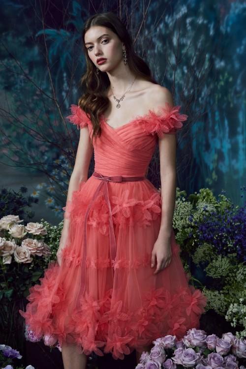 Marchesa Notte Üç Boyutlu Çiçek İşlemeli Kırmızı Elbise