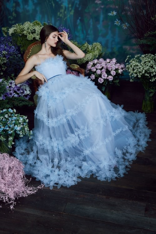 Marchesa Notte Üç Boyutlu Çiçek İşlemeli Mavi Uzun Elbise