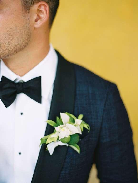 Beyaz Begonvil Yaka Çiçeği Detaylı Lacivert & Siyah Smokin