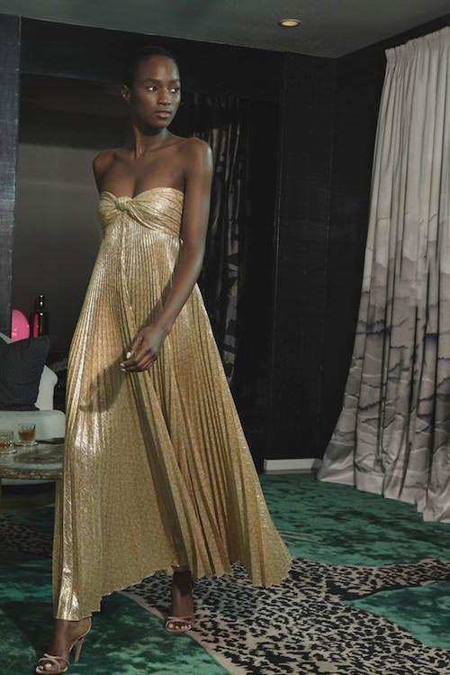 Alexis Pileli Maxi Etekli Parlak Altın Rengi Straplez Elbise