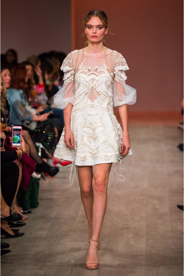 Thurley Metal İşleme & Tül Detaylı Beyaz Elbise