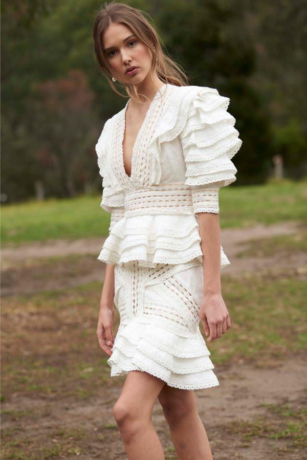 Thurley Volan Detaylı & V Yakalı Beyaz Elbise