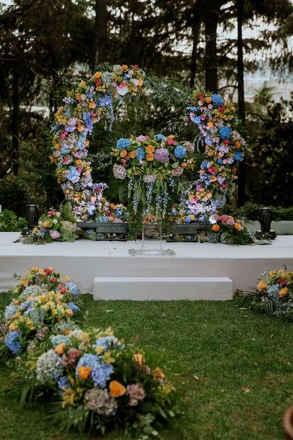 Armoni Davet - Renkli Çiçeklerle Yapılan Nikah Köşesi
