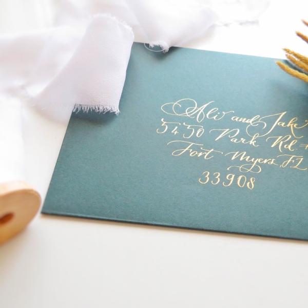 AY Paper Studio - Kaligrafiyle Yazılmış Davetiye Zarfı