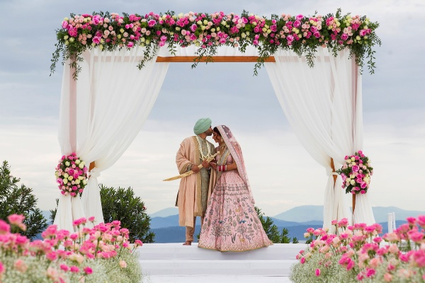 Nilyum Wedding & Event Design - Pembe Çiçeklerle Dekorasyon